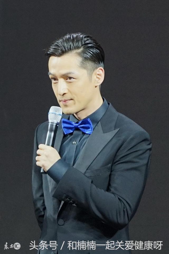 """胡歌变身""""仙医圣手""""出席上海国际乳腺癌论坛活动现场!"""