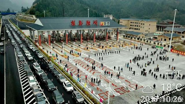 航拍:广西桂三高速建设进展