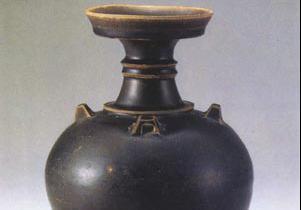 博雅陶瓷馆:德清窑黑釉盘口壶(东晋)