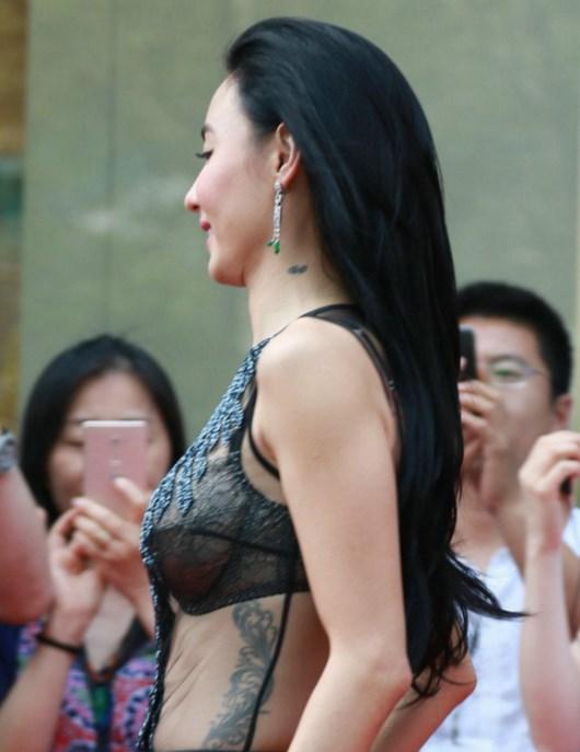 张柏芝最新的10多处纹身,坦言45岁之前想看起来像少女一样!