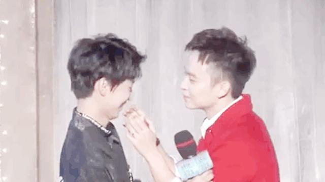 王俊凯的女朋友吻