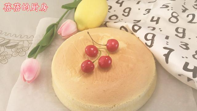 這樣做出來的八寸戚風蛋糕,非常的松軟好吃,兩個人一會就吃光了