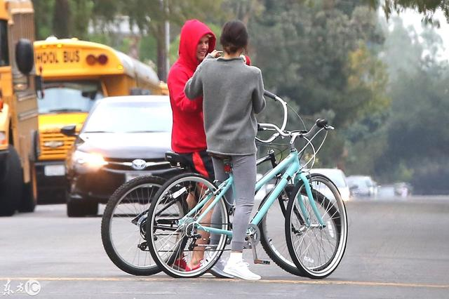 Jelena复合?赛琳娜·戈麦斯 (Selena Gomez) 和贾斯汀·比伯共度周末,关系闹僵后首度同框!