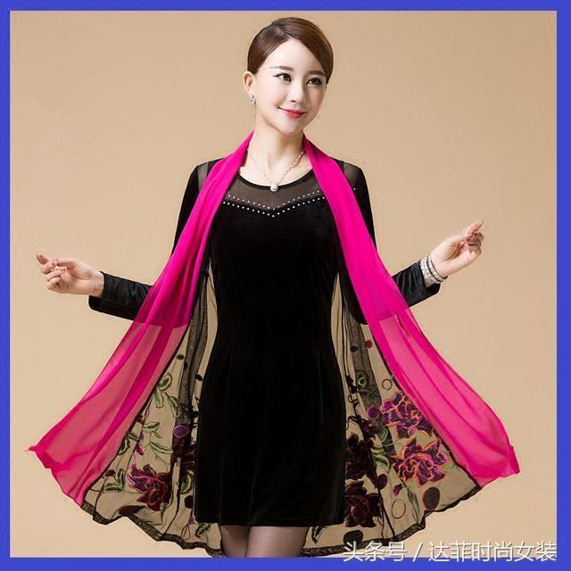 50岁妈妈秋冬穿衣有讲究,十一月流行这4款,时尚简单穿上就好