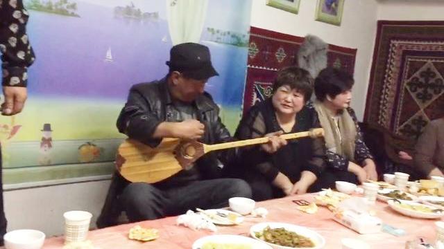 哈萨克冬不拉弹唱Muayma