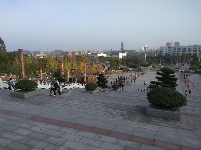 冬游神女湖,阳光明媚,绿水青山,风景如画