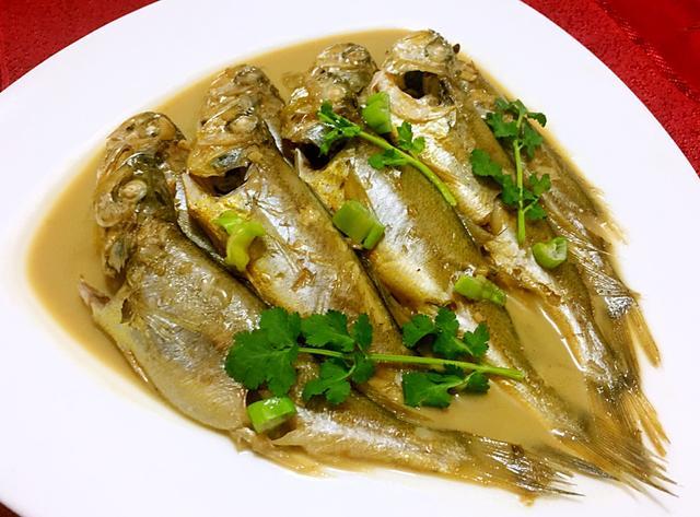 【步骤图】黄花鱼-油焖的做法_黄花鱼-油焖的做法步骤... _下厨房