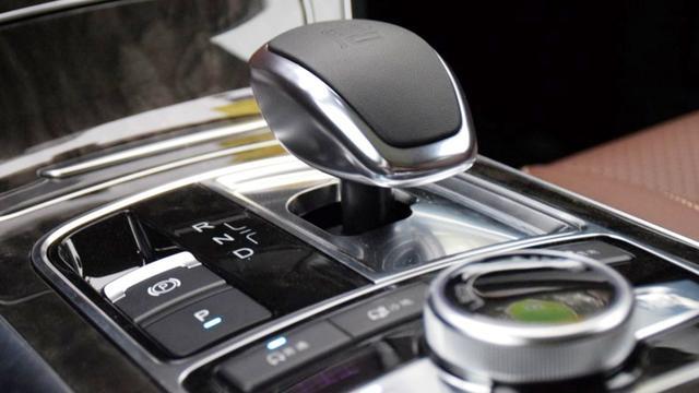 比亚迪最美SUV终于来了, 7座+旋转大屏设计, 明年上市或15万起!