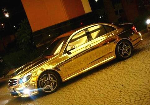 迪拜王子驾驶黄金战车, 数十辆揽胜开道, 场面超级震撼