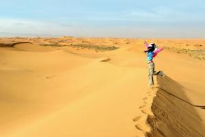 《地貌学》新月形沙丘的形成