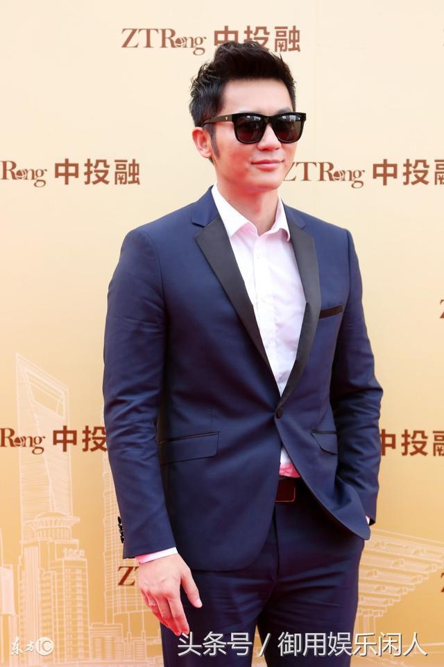 李晨出席活动被拍,网友:黑超遮面就是这么酷帅有型!