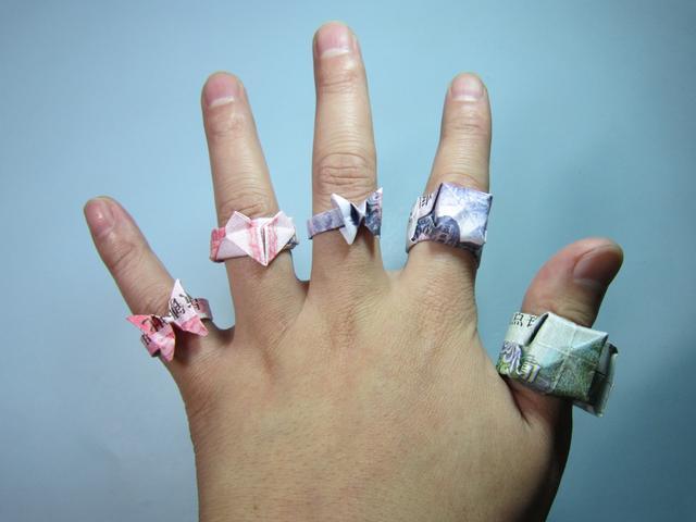 小哥哥用纸折了一枚戒指,步骤简单又详细,趣味十足!