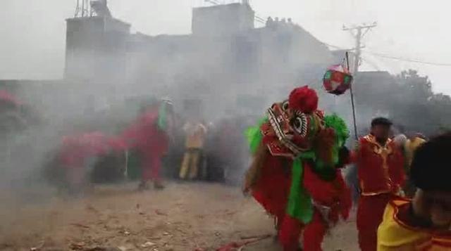 隆安县精彩的舞狮表演,狮队好霸气!