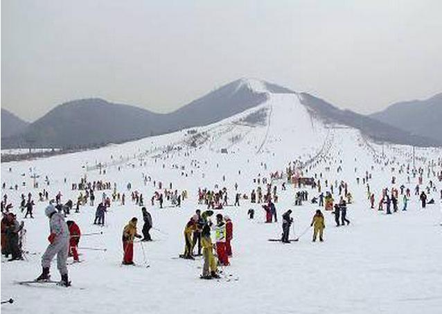 渔阳国际滑雪场滑雪 让我们一起玩滑雪 享受国际滑雪场的乐趣