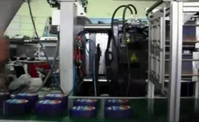 工业之美——机械臂自动化模内贴标