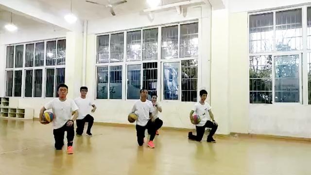 幼儿园篮球简单动作