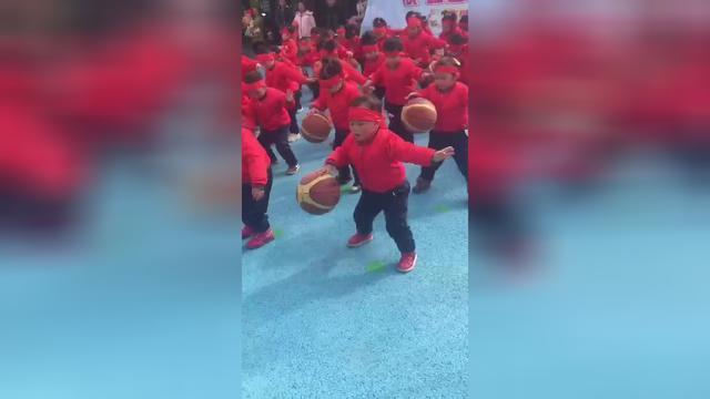 小班简单篮球舞蹈视频