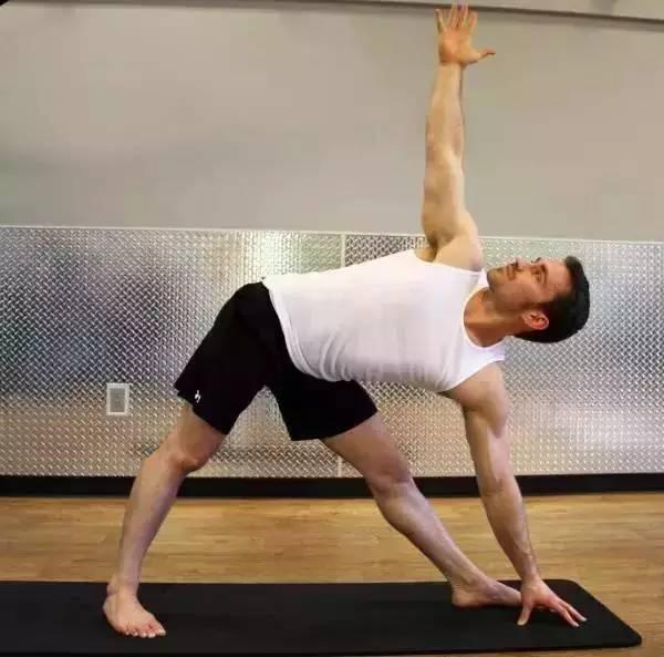 最适合男士健身的力量型瑜伽,重振阳刚之美