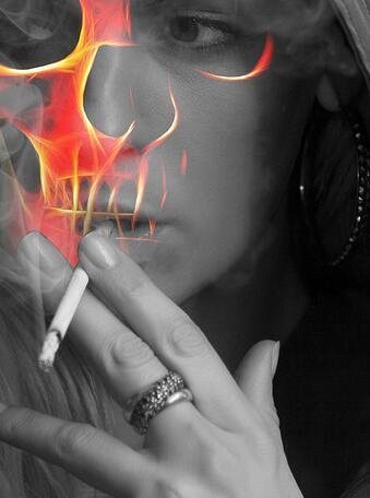 女生伤心抽烟喝酒的说说 就是这么的孤独寂寞