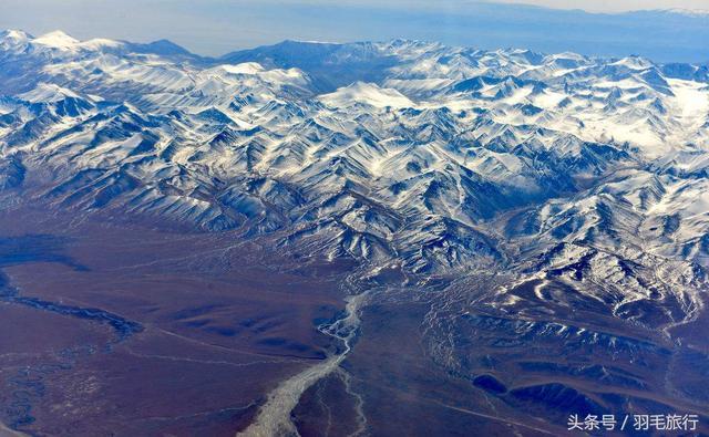航拍新疆天山山脉