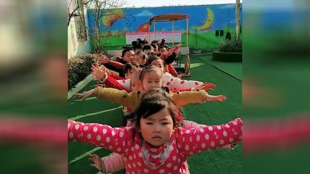 幼儿园小朋友篮球舞