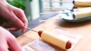 一个吃货教你用火腿肠和芝士, 做出一道美味可口的美食!