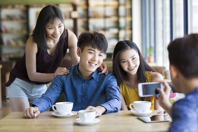 刚满18岁,要如何申请第一张信用卡?