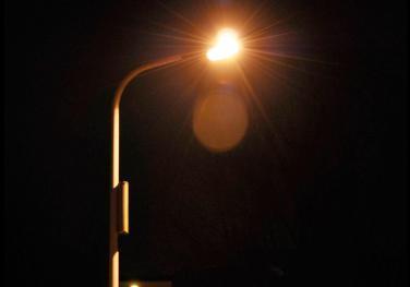 广东雷州市山前村村民自筹11万元装路灯