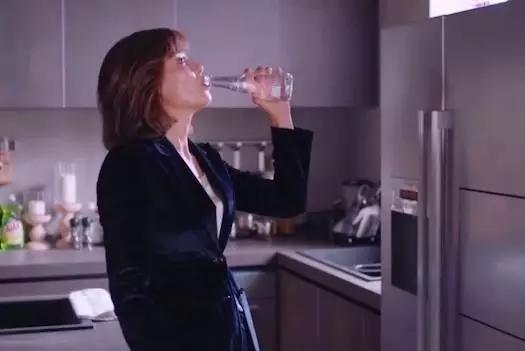 欢乐颂中安迪喝的水是什么牌子的水?_红铺生活帮