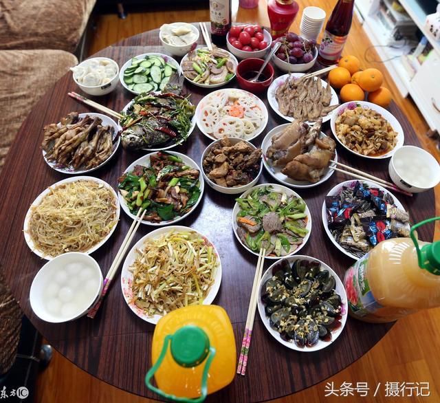 中秋节合家团圆一起吃团圆饭手绘元素卡通手绘... -千图网手机版