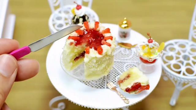 迷你食玩:制作最小的草莓356bet体育注册_356bet充值_356bet吧,看着是不是很美味?