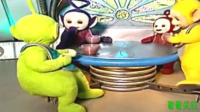 《天线宝宝》天线宝宝丁丁抢了小坡的奶昔,快要打架了,太搞笑了