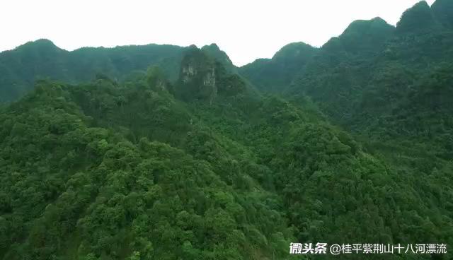 航拍:广西桂平紫荆山区还保留着完整一个村庄泥巴房