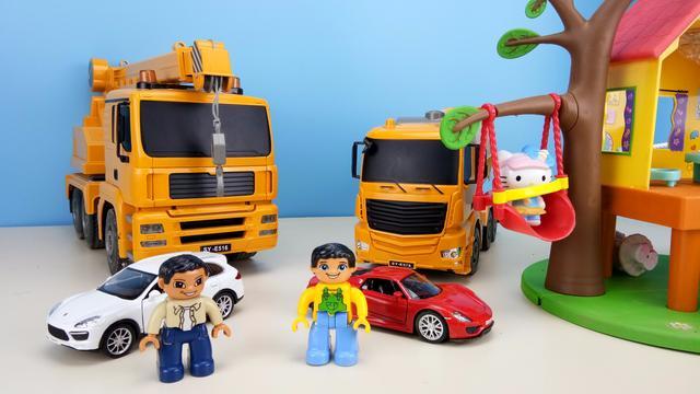 儿童玩具:各种款式的工程车,一个个排队进大车厢,太有趣了