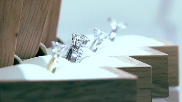 钻石戒指图片女款大气
