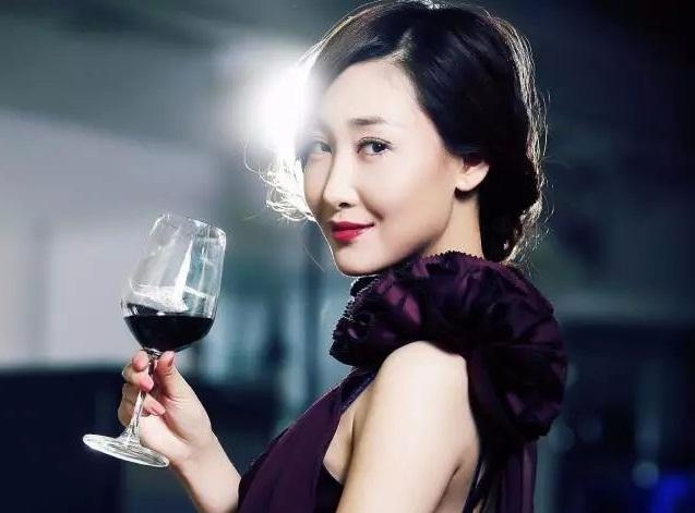 视频|《煎饼侠》背后推手陈祉希,新晋30亿身价美女制片人