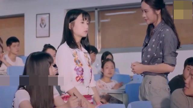 女语文老师上课照片