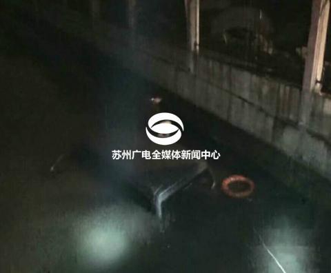 不幸!一面包车冲入河里,2人溺亡2人逃生!车落水后究... _腾讯网