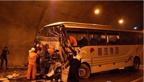 山西大同一大巴车失控冲撞行人,事故造成4死6伤