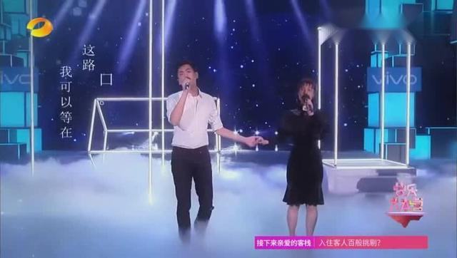 吴昕张若昀同台演唱《追光者》吴昕的唱功可是越来越好了