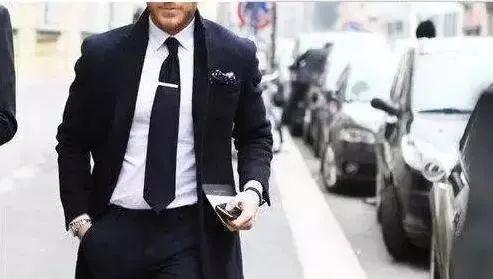 三十岁的男士如何进行穿衣搭配?从穿衣搭配了解你_