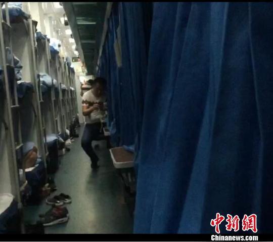 火车卧铺图片