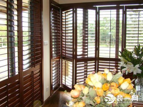 大叔打造一扇实木百叶窗,有个木工工作室,想做点... _网易视频