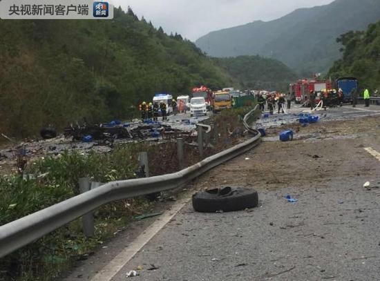 重庆高速路堵车的照片