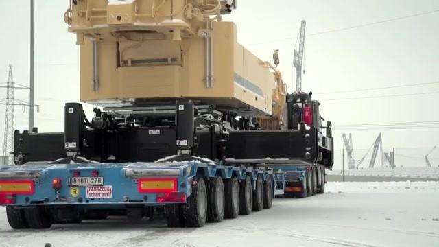 这谁驾驭得了啊?新款粉色涂装利勃海尔90t级吊车曝光!