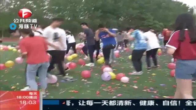 合肥高三学生踩气球减压 1分钟踩破万只(图)_手机新浪网