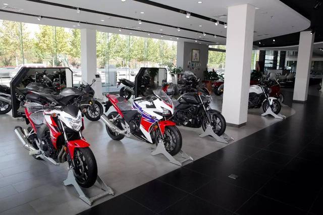 国产仿本田金翼摩托车