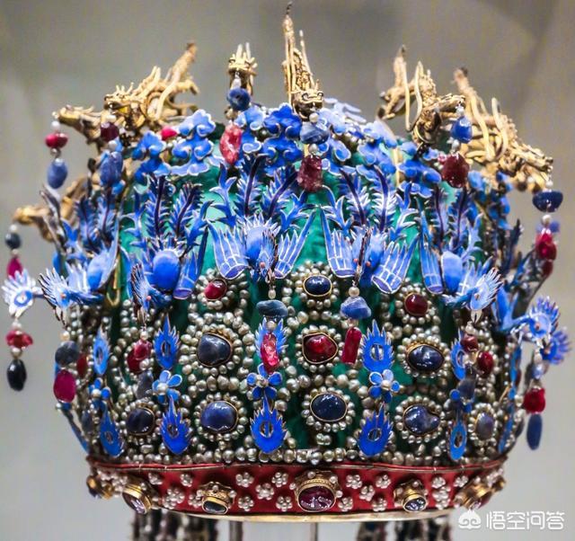 古代皇后的衣服和头饰