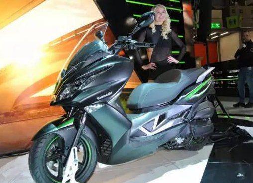 中量级大踏板川崎J300,城市代步舒适性极高,动力强劲适合新手