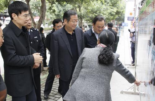 重庆公安局原局长何挺被处分 为职务晋升搞攀附(... _手机新浪网